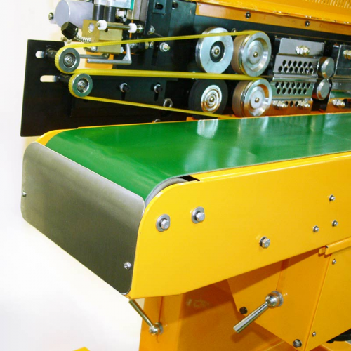 "8.5"" wide motorized belt conveyor with synchronized speed adjustment and angle tilt adjustment"
